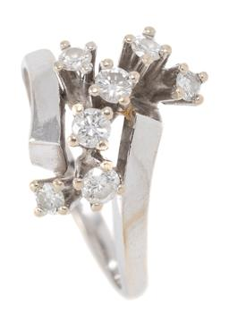 Sale 9177 - Lot 312 - A RETRO STYLE 18CT WHITE GOLD RING; featuring bypass shoulders long pillar claw set with 7 round brilliant cut diamonds totalling ap..