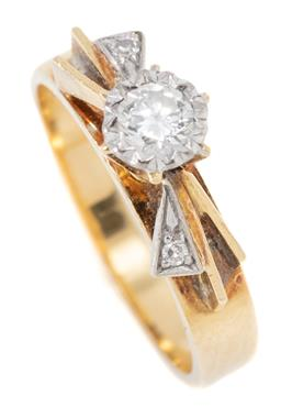 Sale 9168J - Lot 337 - A VINTAGE 18CT GOLD DIAMOND RING; illusion set with a round brilliant cut diamond of approx. 0.25ct, SI, to bow motif shoulders set...