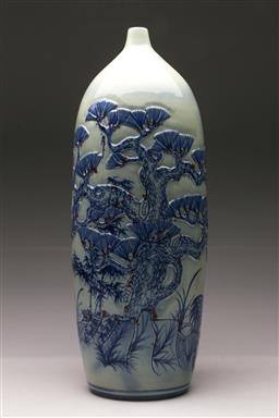 Sale 9119 - Lot 131 - A large blue and white flask shaped Chinese vase, decorated with cranes and trees H: 50cm