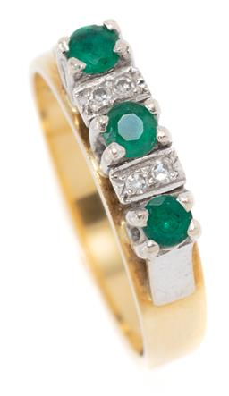 Sale 9168J - Lot 391 - A VINTAGE 18CT GOLD DIAMOND AND STONE SET RING; set in 10ct white gold collets with 3 synthetic emeralds adjacent to 4 single cut di...