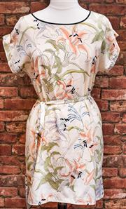 Sale 8474A - Lot 98 - A pretty French Connection oriental lilly shift dress with belt - Condition: Excellent - Size: 10