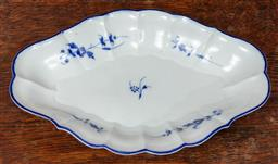 Sale 9120H - Lot 128 - A c19th blue and white possibly Caughley lozenge shaped dish, Length 26.5cm