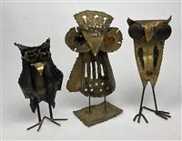 Sale 8725A - Lot 62 - A group of three mid century brutalist metal owl sculptures in the manner of Curtis Jere, one marked Kian. Tallest 23cm