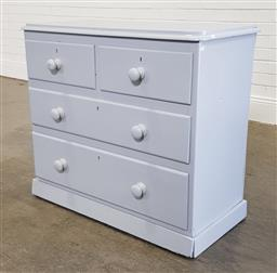 Sale 9218 - Lot 1046 - Painted pine chest of 4 drawers (h:80 w:91 d:42,5cm)