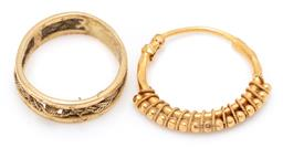 Sale 9164J - Lot 527 - TWO GOLD JEWELLERY ITEMS; an 18ct gold ring with plaited rope twist wire insert, damaged, size M, wt. 3.99g, other a 21ct hoop earri...