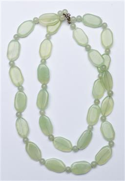 Sale 9168 - Lot 492 - Greenstone Chinese necklace (L:24cm)