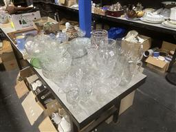 Sale 9101 - Lot 2393 - Collection of Glassware incl. Vases, Glasses, etc.