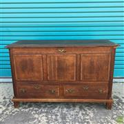 Sale 8649R - Lot 183 - Oak Lift Top Blanket Box with Two Drawers to Base (H: 82 W: 130 D: 52cm)