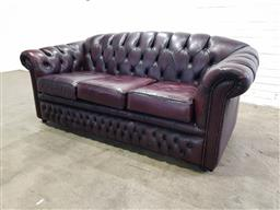 Sale 9151 - Lot 1053 - Chesterfield style 3 seater lounge in ox blood (h:90 x w:193 x d:90cm)