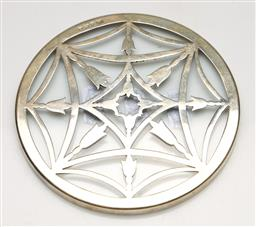 Sale 9238 - Lot 2 - A hallmarked sterling silver and glass trivet (Dia:13cm)