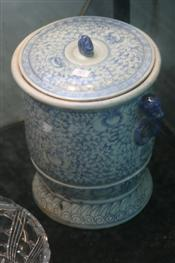 Sale 7877 - Lot 76 - Chinese Blue & White Lidded Container