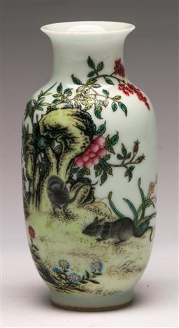 Sale 9144 - Lot 424 - Small vintage vase decorated with polychrome flowers (H:13.5cm)
