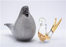 Sale 9185 - Lot 22 - A signed Moretti art glass bird (L:18cm) together with a Murano example (L:13cm)