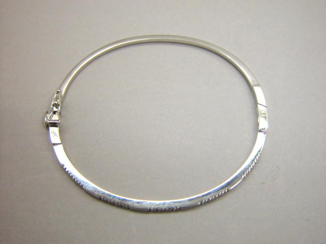 Sale 3545 - Lot 55 - AN ELEGANT 14CT WHITE GOLD BANGLE;