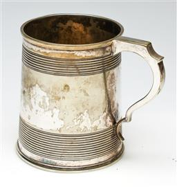 Sale 9246 - Lot 31 - Victorian Silver Plated Tankard with Lion Family Crest (H:11.5cm)