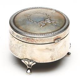 Sale 9253 - Lot 13 - A hallmarked sterling silver lidded pin cushion box (Dia:5.5cm)