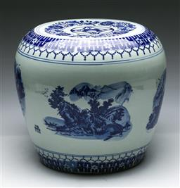 Sale 9153 - Lot 22 - A blue and white Chinese porcelain drum stool (H: 32cm)