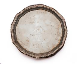 Sale 9122 - Lot 154 - Hallmarked Sterling Silver Tri-footed Dish (Dia:16cm) (wt 130g)