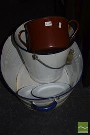 Sale 8530 - Lot 2354 - Collection of Enamelware incl Tub, Pale, Plate etc