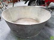Sale 8493 - Lot 1046 - Large Galvanised Wash Tub