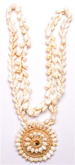 Sale 9136 - Lot 248 - A Tahitian white-shell pendant necklace