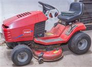 Sale 8550H - Lot 247 - A Toro wheel horse four stroke 17.38 horse power ride on lawn mower, one of front lights broken off