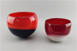 Sale 9134 - Lot 1075 - Duo of vintage twin coloured glass vases (h:18cm)