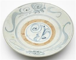 Sale 9239H - Lot 42 - A Chinese cargoware plate (Qing period), Height 7cm x Diameter 27cm
