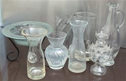 Sale 9165H - Lot 183 - A collection of assorted glasswares including a tri footed frosted glass bowl, bowl diameter 20cm