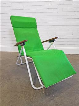 Sale 9174 - Lot 1411 - Vintage pool lounge with green cushion (l: 160cm)