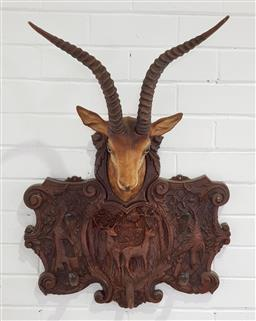 Sale 9255 - Lot 1302 - Plastic animal themed wall mount coat stand (h80 x w56 x d25cm)