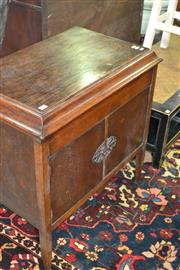 Sale 8093 - Lot 1005 - Oak cased Gramophone