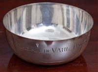 Sale 8963H - Lot 78 - An Australian Prouds Sterling silver bowl with dedication, diameter 11cm weight approx 170g