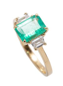 Sale 9253J - Lot 396 - AN 18CT GOLD EMERALD AND DIAMOND RING; claw set with an emerald cut emerald of approx. 1.22ct, flanked by 2 trapezoid cut diamonds t...