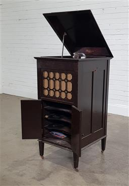 Sale 9188 - Lot 1320 - Elevated gramophone cabinet (h:118 x w:65 x d:57cm)