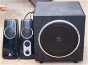Sale 8550H - Lot 250 - A pair of small Logitech speakers and amplifier
