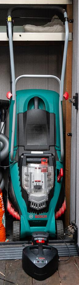 Sale 9160H - Lot 256 - A Bosch green lawn mower model no. TYP3600H81J41, with alkaline battery pack