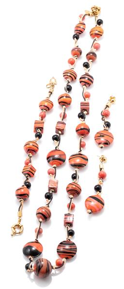 Sale 9156J - Lot 527 - ANTICA MURRINA MADAGASGAR VENETIAN GLASS NECKLACE BRACELET AND EARRINGS SUITE; art glass beads on two tone twine to gilt metal fit...