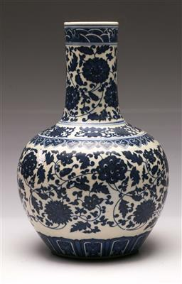 Sale 9119 - Lot 52 - A Chinese blue and white vase H:33cm