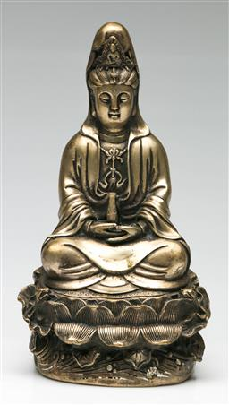 Sale 9209V - Lot 39 - A silver on brass seated Guanyin (H:23cm)