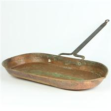 Sale 8351A - Lot 83 - Unusual French Copper Roasting Dish with Handle 46x24cm depth 4cm(approx weight 1kg)