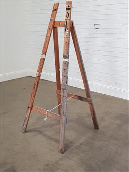 Sale 9255 - Lot 1336 - Timber display easel (h:164cm)