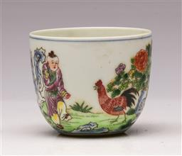 Sale 9119 - Lot 115 - A hand painted porcelain Chinese cup featuring rooster dia 8cm