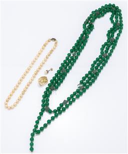 Sale 9120H - Lot 305 - Green glass beads together with worn cultured pearl strand with 925 silver clasp, a piece of step cut rock crystal (cracked) and one...