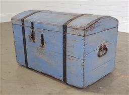 Sale 9255 - Lot 1179 - Timber dome top trunk (h:54 x w:82 x d:46cm)
