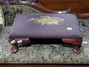 Sale 9009 - Lot 1016 - Upholstered foot stool (h12 w40 d27cm)
