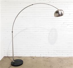 Sale 9151 - Lot 1068 - Arc lamp over marble base (h:125cm)