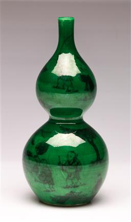 Sale 9107 - Lot 94 - A green ground Chinese vase H: 19cm