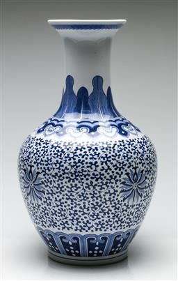 Sale 9209 - Lot 48 - A large blue and white Chinese vase (H:43cm)