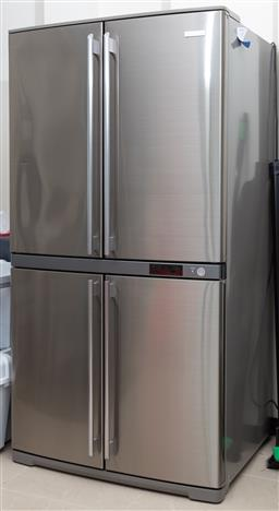 Sale 9162H - Lot 201 - A Electrolux 600 litre french door stainless steel fridge/freezer Model EQE6007SA-NAU Outside Dimensions Height 172cm x Width 89cm x...